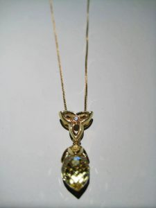 18K Gold Pendant with Lime Quartz and Diamond (chain included) Artist: Frantz Catalog: 603-87-1